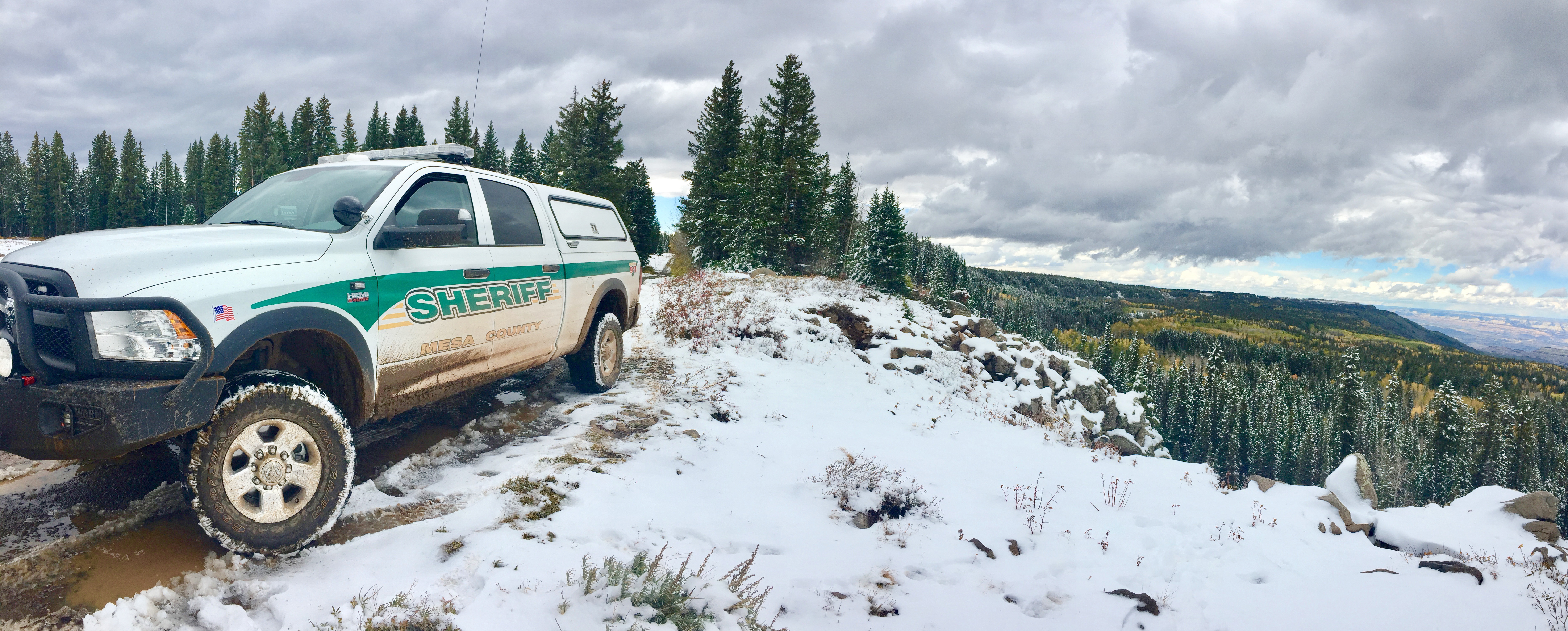 Photo of a sheriff patrol car on the Grand Mesa with snow