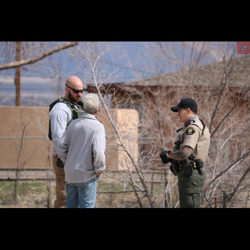 Deputy Simon and Deputy Zwinck speak with a neighbor
